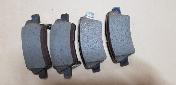 Ssangyong Tivoli with 2WD Genuine Rear Brake Pad Set 48413350A0